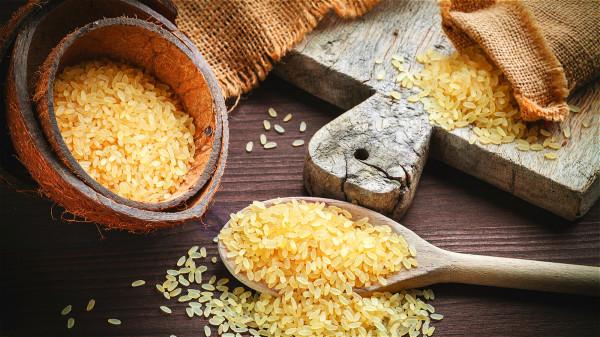 糙米有比白米高出6倍的食物纤维,能预防、减缓便秘。