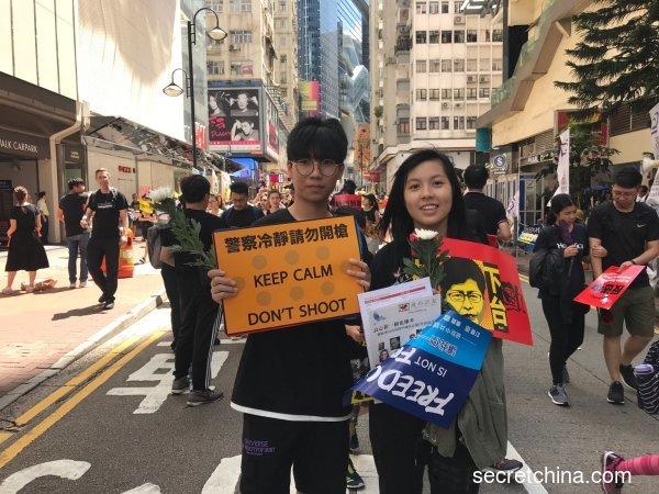 7月1日,派发传单的香港学生。