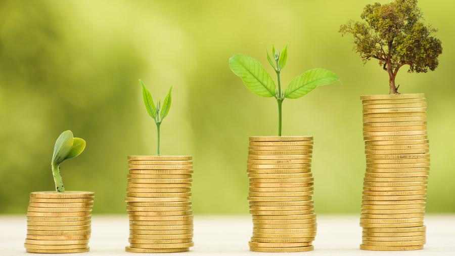 人活着对于钱有两种追求:一个是有钱,一个是值钱。