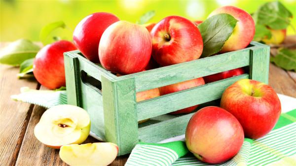 饭前吃苹果虽然有利于控制体重,但绝不意味着一定可以减肥。