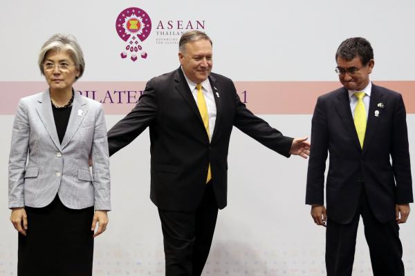 2019年8月2日,第52届东盟外长会议在曼谷召开,美国国务卿篷佩奥,韩国外长康京,日本外相大野太郎在此期间出席三方会谈。