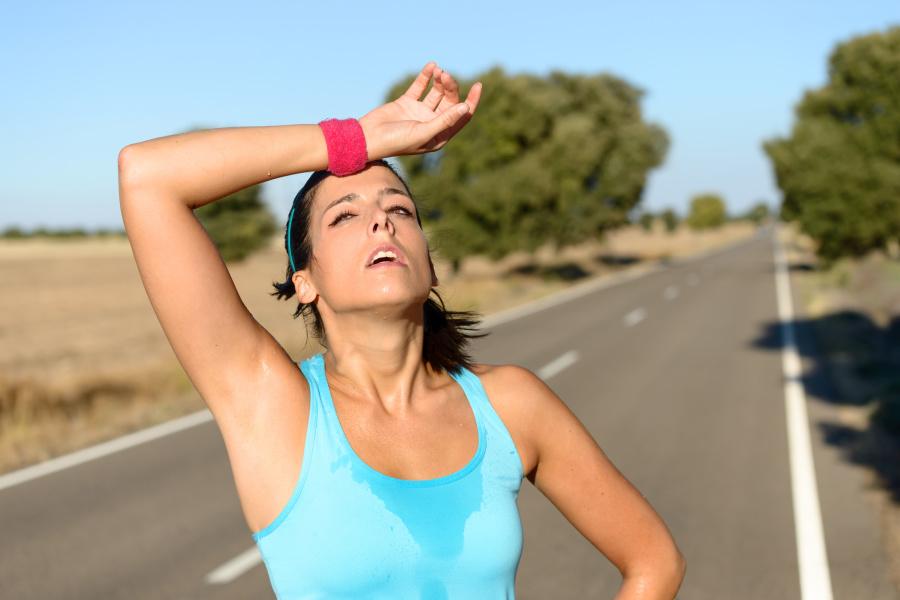 人一天平均可以产出15公升的汗水。