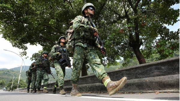 陆军效仿美绿扁帽 特战6人小组各具专长制敌(组图)