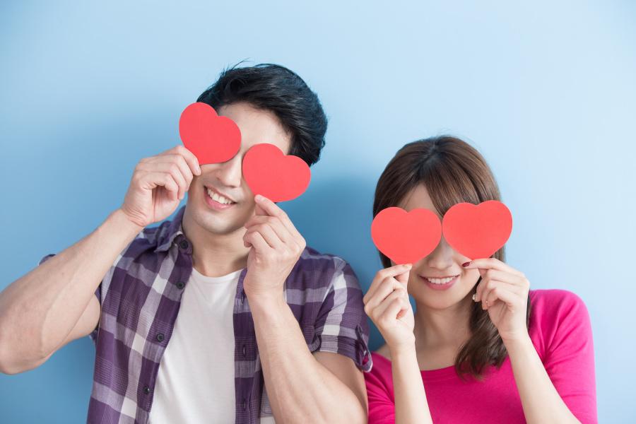 亲密关系中双方的自我表露越多,他们就越幸福。