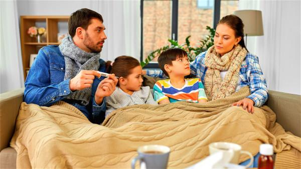 孩子發燒時,家長要避免走進一些誤區當中。