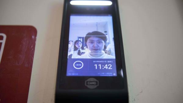 中國從12月1日開始強制實施手機入網人臉識別政策