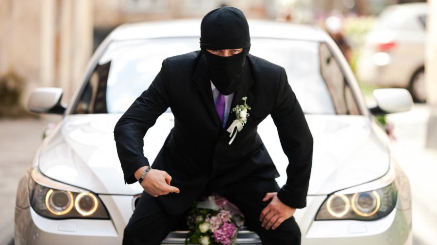 偷车贼手中东西一晃,无钥匙系统BMW即解锁!