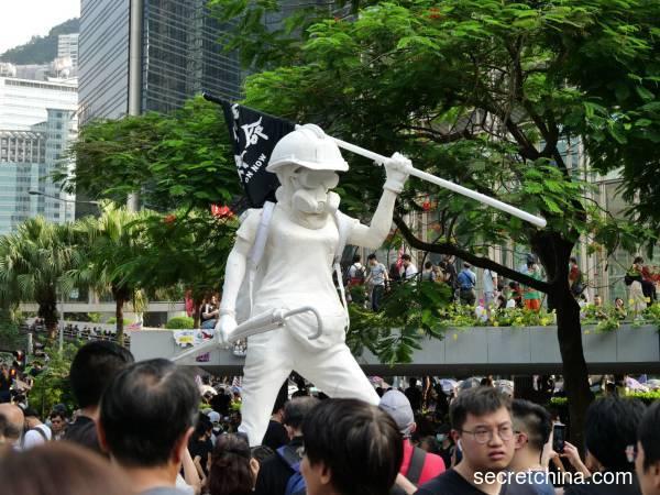 令人刮目相看的香港人(组图)
